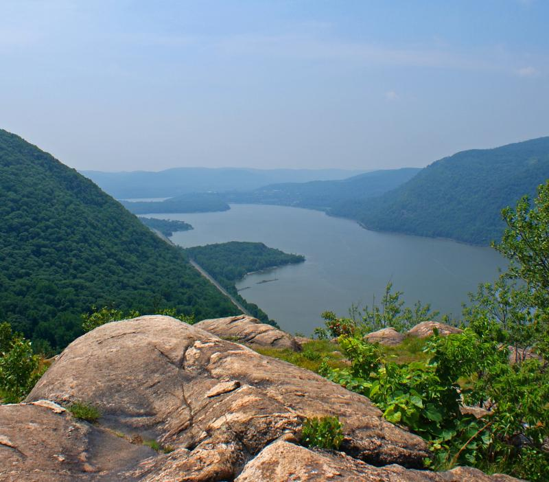 Hudson Highlands view south from Breakneck Ridge